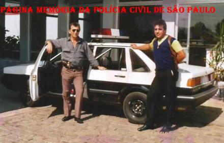 Investigadores da 3ª Delegacia de Furto de Fios da DISCCPAT- DEIC (Kilo), Aurelio e Osvaldinho Santos, em 1.986.