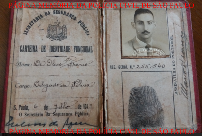 Carteira Funcional do saudoso Delegado de Polícia Olavo Franco, assinada pelo Secretário de Segurança Pública Nelson de Aquino, expedida em 6 de juilho 1948, Acervo do neto Investigador Daniel Cavalcanti Franco. https://www.facebook.com/MemoriaDaPoliciaCivilDoEstadoDeSaoPaulo/photos/a.282966865159225.65442.282332015222710/1308547245934510/?type=3&theater