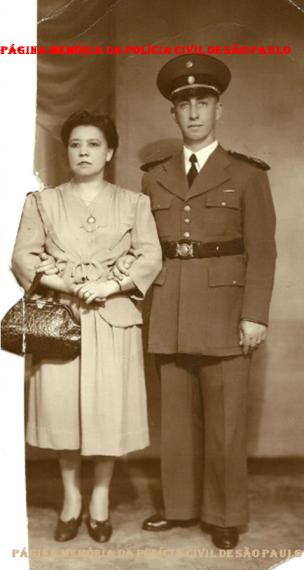 Inspetor da extinta Guarda Civil da Polícia do Estado de São Paulo, Homero e esposa, em meados dos anos 40.