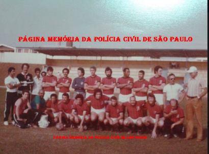 """Equipe de futebol do DEIC, ano de 1.977: De pé, a partir da esquerda, Investigadores Venancinho, Salvador, (?), Wison Zampiere, Brito """"do Cavalo"""", (?), (?), (?), Souza, Mário """"Fumaça, in memorian"""", Maurício Hilário, (?) e (?). Agachados, (?), (?), Raimundinho, Marcelo Janucci, Claudinho, Tadeu, Edmilson, Rosalvo Eliseu de Paiva, Rauce e Pereira """"Cara de Cavalo""""."""