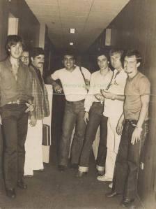 """DEIC em 1.981 ou 82- Investigadores Gilberto Teixeira """"Gigi"""", escrivão não identificado, Osvaldo José dos Santos """"Osvaldinho"""", Mirabile """"in memorian"""", Walter Lang e Pena."""