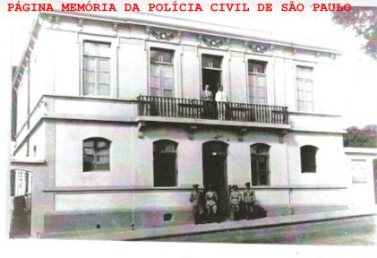 Delegacia de Polícia do Município de Descalvado, em 1.945. https://memoriadapoliciacivildesaopaulo.com/predios-da-pc-sp/