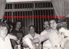 """5ª Delegacia de Roubo a Bancos da DISCCPAT- Divisão de Investigações de Crimes Contra o Patrimônio do DEIC (O lendário """"Kilo""""), em 1.985. À partir da esquerda, Investigador Radamés; Escrivães Anacleto e (?); Agente Policial """"Porpetão""""; Investigadores Cypriano R Santos, Luis Carlos dos Santos """"China"""" (atualmente Delegado de Polícia) e Walter Ferreira Antão """"in memorian""""."""