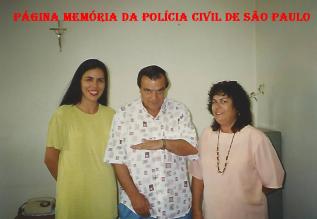 Delegada Silvana Ferreira da Silva, com Gil Gomes e Escrivã (?) na DDM de Bragança Paulista, na década de 90.