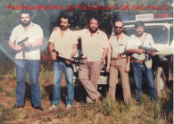 """Equipe do """"Kilo"""", 1ª Delegacia da DISCCPAT- DEIC, em 1.985. Investigadores Dinael Sepúlveda """"Nenê"""", Chicão, Luís Cesar Regina """"Batata"""", Tozzo e ?. https://www.facebook.com/MemoriaDaPoliciaCivilDoEstadoDeSaoPaulo/photos/a.372880226167888.1073741849.282332015222710/750570008398906/?type=3&theater"""