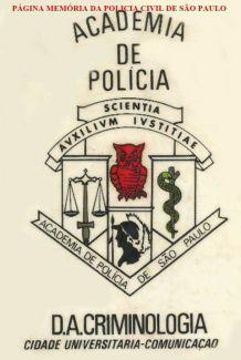Dístico dá ACADEPOL- Academia de Polícia, do início da década de 70. https://www.facebook.com/MemoriaDaPoliciaCivilDoEstadoDeSaoPaulo/photos/a.282402295215682.65304.282332015222710/1112760562179847/?type=3&theater