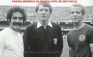 Dois grandes ídolos do futebol paulista da década de 70, Roberto Rivelino e Adhemir da Guia. Ao centro, o saudoso Árbitro de Futebol, Investigador de Polícia Dulcídio Vanderlei Boschilla.