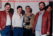 """Equipe Apolo 51 da Delegacia Furto de Autos da DISCCPAT- DEIC, em 1.982. Investigadores Paulo Roberto Pereira """"Geleia"""", José Eduardo Busnello. Luiz, o saudoso Antônio Aimoré Farah e (?)."""