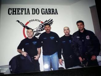 Garra da Seccional de Santo André, ano 2001. À partir da esquerda, investigadores Zaqueu Sofia Jr (Chefe), Chamorro , Ademir e o saudoso José Carlos, que morreu em combate com 11 tiros de fuzil em Santo André. https://www.facebook.com/MemoriaDaPoliciaCivilDoEstadoDeSaoPaulo/photos/a.299433930179185.68692.282332015222710/1122569407865629/?type=3&theater