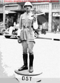 Integrante da extinta Guarda Civil da Polícia do Estado de São Paulo, trabalhando no DST- Departamento do Serviço de Trânsito (atual DETRAN), na década de 40.