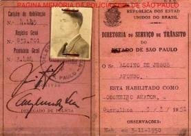 Carteira de habilitação de cocheiro amador, expedida pelo Delegado de Polícia do Município de Guarulhos, em 03/03/1951.