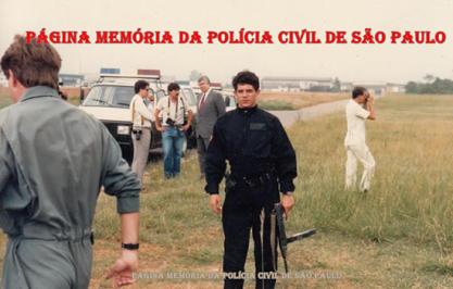 Investigador Eduardo Lamana, em uma apresentação do GER, no início da década de 90. Ao fundo, o Governador Luiz Antônio Fleury Filho.