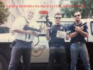 Investigadores do GARRA, Mello, Laurival e Paulinho, final dos anos 90. acervo dos Investigadores Roberto Mazza e Marcelo Perestrelo. https://www.facebook.com/MemoriaDaPoliciaCivilDoEstadoDeSaoPaulo/photos/a.299433930179185.68692.282332015222710/1305217822934119/?type=3&theater