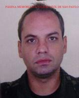 Faleceu hoje, o Investigador Marco Antonio Koscak, do SIG da 6ª Delegacia Seccional do DECAP (Sul), em razão dos ferimentos sofridos, em ocorrência de explosão de caixa eletrônico, Banco Itaú, em Boicucanga- área do 2º DP de Caraguatatuba, Litoral Norte de São Paulo, onde criminosos explodiram os caixas eletrônicos e alvejaram uma empresária que foi socorrida e o Policial Civil, que infelizmente veio a óbito. https://memoriadapoliciacivildesaopaulo.com/policiais-civis