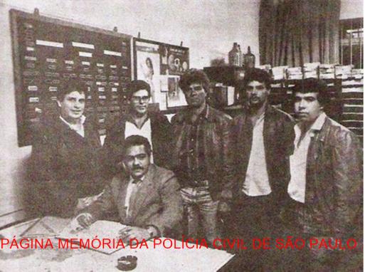 """4ª Delegacia da DISCCPAT """"Kilo""""- DEIC, em 1.987. Sentado, o Chefe dos Investigadores Laércio Carvalho """"Lalá"""", de pé, à partir da esquerda, Manoel Osse, Narcizo, o saudoso Gabriel, Braz de Andrade e Feitosa."""