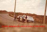 """Grupo 30 do GARRA, durante patrulhamento no Condomínio Alphaville, em 1.979. Ao centro, o Delegado Osvaldo Roberto Manzo Valery, com os policiais Laranjeira """"in memorian"""" (posteriormente Delegado), Miguel e Manelão."""