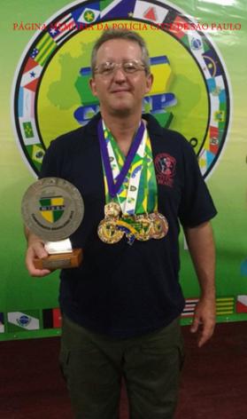 Investigador Luis Cesar Costa, operacional do GOE/DECAP, instrutor e excepcional atirador, é o atual 2º colocado na Divisão Classic de tiro prático com pistolas, da Confederação Brasileira de Tiro Prático (CBTP). Luis competiu com pistola de carregador monofilar, no modelo Colt 1911, e sagrou-se vice-campeão brasileiro.