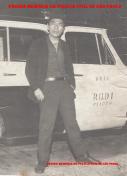 Investigador Massaro Honda, no final da década de 60, com uma viatura da RUDI- Ronda Unificada do Departamento de Investigações.
