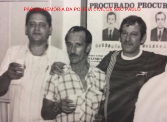 "Os investigadores de saudosa lembrança Clezo Campos Ribeiro, (X) e Dino Bacelli, da antiga 4ª Delegacia de Roubo de cargas da DIG. Acervo Investigador Sebastião Pereira ""Tião"" https://www.facebook.com/MemoriaDaPoliciaCivilDoEstadoDeSaoPaulo/photos/a.372880226167888.1073741849.282332015222710/1260669480722287/?type=3&theater"