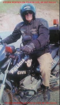 "Investigador de Polícia Antonio Fernandes Martins, ""Rambo"", da equipe de motociclistas do GARRA, década de 90."