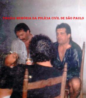 """Investigadores de Polícia da DISCCPAT- DEIC (Kilo), no início da década de 80. à esquerda, o saudodo Ricardo Romero """"Papa Bucho"""" e Silas da Silva Nicoletti. (Arquivo da filha Amanda Nicoletti)."""