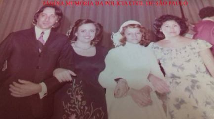 """Delegado Rodolfo Valentino, X, Investigadora Darajo Pereira """"Jô"""" e Delegada Elisabeth Sato (na época todos eram Investigadores), início da década de 80. https://www.facebook.com/MemoriaDaPoliciaCivilDoEstadoDeSaoPaulo/photos/a.299034823552429.68610.282332015222710/1186347844821118/?type=3&theater"""