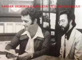 """Sala de Imprensa do DEIC, no 7º andar da Rua Brigadeiro Tobias,527- Luz, em 1.978. O Reporter Policial Paladino e o Investigador Sebastião Pereira """"Tião"""". https://www.facebook.com/MemoriaDaPoliciaCivilDoEstadoDeSaoPaulo/photos/a.283058748483370.65461.282332015222710/1175307342591835/?type=3&theater"""