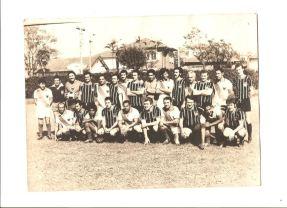 Jogo de futebol realizado no dia 15 de julho de 1972 no antigo campo da GE em Santo André, entre as Delegacias de Santo André e Diadema (Seccional do ABCD - DEGRAN). https://memoriadapoliciacivildesaopaulo.com/a-policia-civil-e-os-esporte/