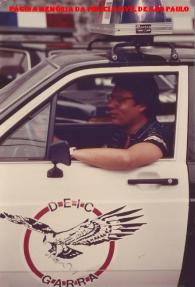 Delegado Oswaldo Roberto Manzo Valery, pilotando uma viatura do GARRA, em 1.979.