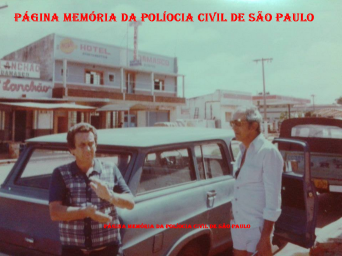 """1ª Delegacia de Roubos da DISCCPAT- DEIC (KILO),final da década de 70: À direita Valsemir Cesar Constantino da Silva """"Canalha"""" e (?)."""