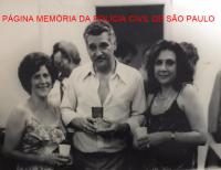 """Dependência do DOPS- Departamento de Ordem Política Social, na década de 70. Investigadores Wanda Viera, Osvaldo Machado de Oliveira """"Osvaldão"""" (chefe) e X. https://www.facebook.com/MemoriaDaPoliciaCivilDoEstadoDeSaoPaulo/photos/a.299034823552429.68610.282332015222710/309799185809326/?type=3&theater"""