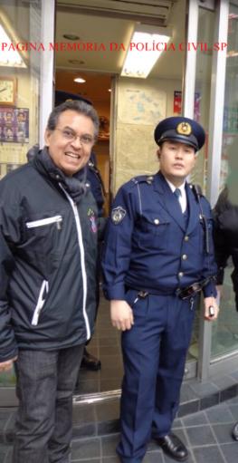 Delegado de Polícia Dejair Rodrigues com policial japonês na cidade de Tokio- Japão.