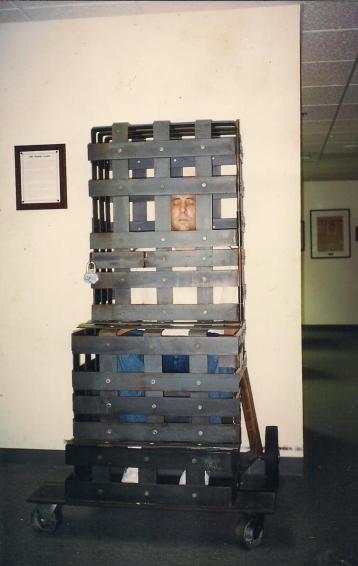 Delegado Paulo Roberto de Queiroz Motta, em 1.988, no American Police Hall of Fame & Museum , Miami , FL-USA. — com Paulo Roberto De Queiroz Motta em American Police Hall of Fame & Museum.