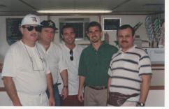 """Delegados de Policia, da esquerda para direita, Antônio Carlos Palhares """"in memorian"""", Ivaney Caires de Souza, Antonio Carlos de Castro Machado Junior, instrutor do curso e o representante do Paraguai, em Curso em Miami/Florida- EUA em 1996."""
