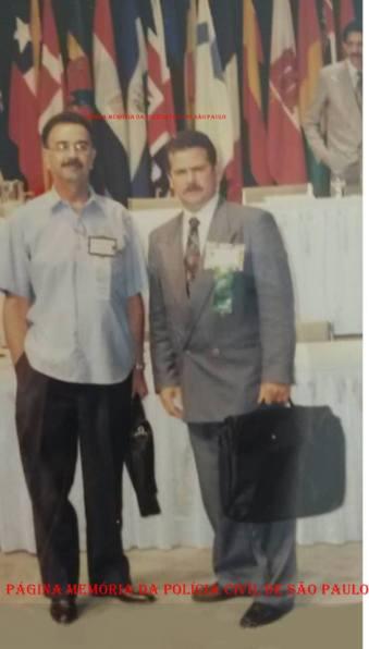 Encontro internacional de Chefes de Polícia do IACP de Miami, em 1.995. À esquerda o Repórter Percival de Souza acompanhado do Delegado Antônio José Antonio Jose Pereira (atual Seccional de Bragança Paulista).