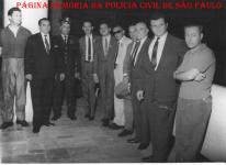 Integrantes da 1ª Delegacia Auxiliar da Polícia do Estado de São Paulo, na década de 60: À partir da esquerda: (?) , (?) , Guarda Civil, (?) Investigador Miguel Franco, ? , ? , delegado ?, investigadores ? e ?.