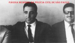 """Investigadores de Polícia da 1ª Delegacia Auxiliar (atual DECAP), na década de 60: À esquerda Milton e de óculos Miguel Franco """"in memorian"""". (Acervo do filho Vagner M. Franco)."""