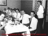 Policiais de alguma delegacia de São Paulo, na década de 60. De óculos o Investigador Miguel Franco. (Acervo do filho Wagner C. Franco).