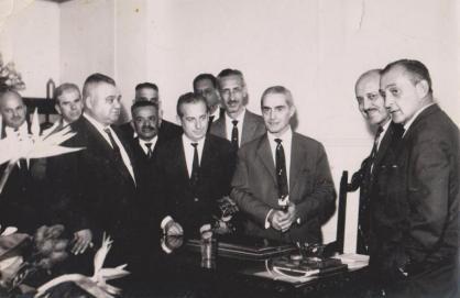 Policiais da Terceira Circunscrição Poliial da Delegacia Auxiliar (Atual DECAP) na rua Santa Efigênia, na década de 60. À partir direita os Delegados de Polícia Cervantes e Italo Ferrigno. O segundo da esquerda para a direita é o Investigador de Polícia Antônio Thomaz.