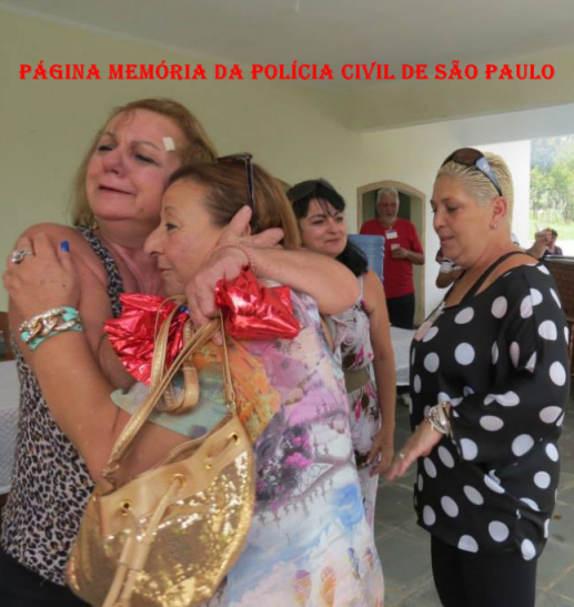 3º Encontro da Velha Guarda da Polícia Civil de São Paulo, ocorrido no 13 de abril de 2.014, no Recanto Pedro Cerignoni Bonamin, em Mairiporã/SP. À partir da esquerda Investigadoras Maria Damas emocionada, abraçando sua amiga de mais de 40 anos de profissão Regina; Elizabeth Damas e Valéria Breves Santos. Ao fundo, o Investigador Jair Stirbulov.
