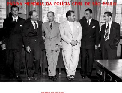 Policiais da antiga 5ª Divisão Policial (DOPS), no final da década 50. O segundo a partir da esquerda, o Investigador Pedro Assaf. (Acervo da filha, a Investigadora Fátima Assaf).