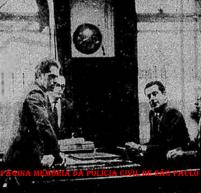 Troca de plantão dos Delegados de Polícia na Central de Polícia do Pátio do Colégio, en 1.970. Entrando o Dr. Emílio Françolim e saindo o Dr. Mendes Serra. Este procedimento ocorria desde o final do século XlX e na mesma sala.