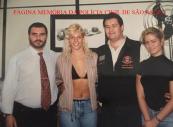 Delegados Romeu Tuma Junior e Arariboia Fusita Tavares, com a dançarina Carla Peres, em meados da década de 90. https://www.facebook.com/MemoriaDaPoliciaCivilDoEstadoDeSaoPaulo/photos/a.309558669166711.69706.282332015222710/1293501544105747/?type=3&theater