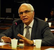 Delegado de Polícia Gilberto Nacimento, ingressou na Polícia Civil em 1.992 e foi Deputado Federal. Atualmente é Presidente do PSC. Aposentou-se recentemente.