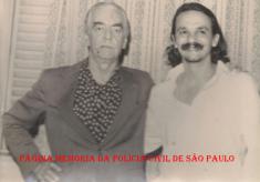 Prefeito da Cidade de São Paulo, Jânio da Silva Quadros e o Delegado Dirceu Gravina (na época Investigador), em 1.982. https://www.facebook.com/MemoriaDaPoliciaCivilDoEstadoDeSaoPaulo/photos/a.305586306230614.69211.282332015222710/1155047567951146/?type=3&theater