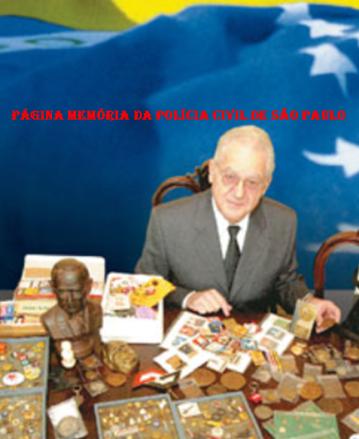 Delegado Manoel Camassa é um antigo e conhecido colecionador de material de propaganda eleitoral.