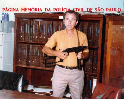Agente Policial Benedito Dornellas, na Delegacia do Município de Adamantina,em 1.980. (acervo do filho, Carcereiro Policial Rogerio Dornellas).