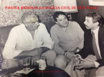 """À bordo do navio Piura, na década de 80. Chefe dos Investigadores do DEREX, Fernando Franco das Neves, o """"Fernandão Bezerro de Ouro"""", o empresário Aldair N. Araujo e Wandeley de Matos. https://www.facebook.com/MemoriaDaPoliciaCivilDoEstadoDeSaoPaulo/photos/a.657894647666443.1073741890.282332015222710/1105012962954607/?type=3&theater"""