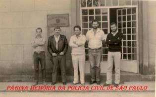 Delegacia do Município de Nazaré Paulista, em 1.983: À partir da esquerda (?), (?), (?), Escrivão Juarez Pinheiro e o então recém empossado Delegado Paulo Fleury.