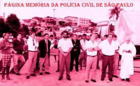 "Solenidade no município de Beagança Paulista, no início dos anos 90. À partir da esquerda, (X), Investigador Gentil Piniani ""in memoriam""; Delegados Roberto Toricelli e Olavo Franco Junior ""in memoriam""; o vice prefeito Amauri Sodré, o saudoso Delegado Seccional Paulo Geraldo de Paulo ""PGP"", (X), (X), Prefeito Jesus Abib Chedid e padre (X). https://www.facebook.com/MemoriaDaPoliciaCivilDoEstadoDeSaoPaulo/photos/a.657894647666443.1073741890.282332015222710/1081927358596501/?type=3&theater"